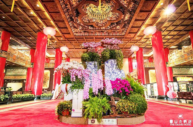 Lobby~紅柱金瓦